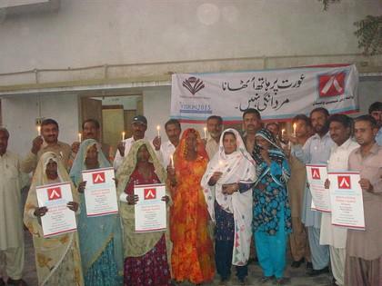 Vigilia de Velas en la Campaña del Listón Blanco en Umerkot, Paquistán. Imagen: Flickr usuario CWL. CC BY