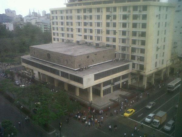 Protesti, Pokrajinski sud pravde. Tvit slika korisnika Ivana Andresa Munjosa @ivandresi. Upotrebeljena uz dozvolu.
