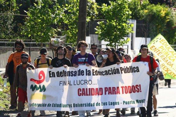 Marcia di studenti cileni