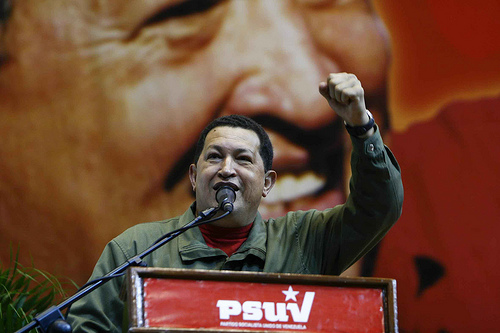 President Hugo Chávez Frías. Foto van Flickr-gebruiker Bernardo Londoy, gebruikt onder een CC BY-NC-SA 2.0-licentie.