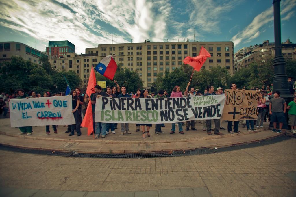 Manifestazione contro il progetto Mina Isla Riesco