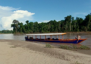 Transporte fluvial público. Inambari.