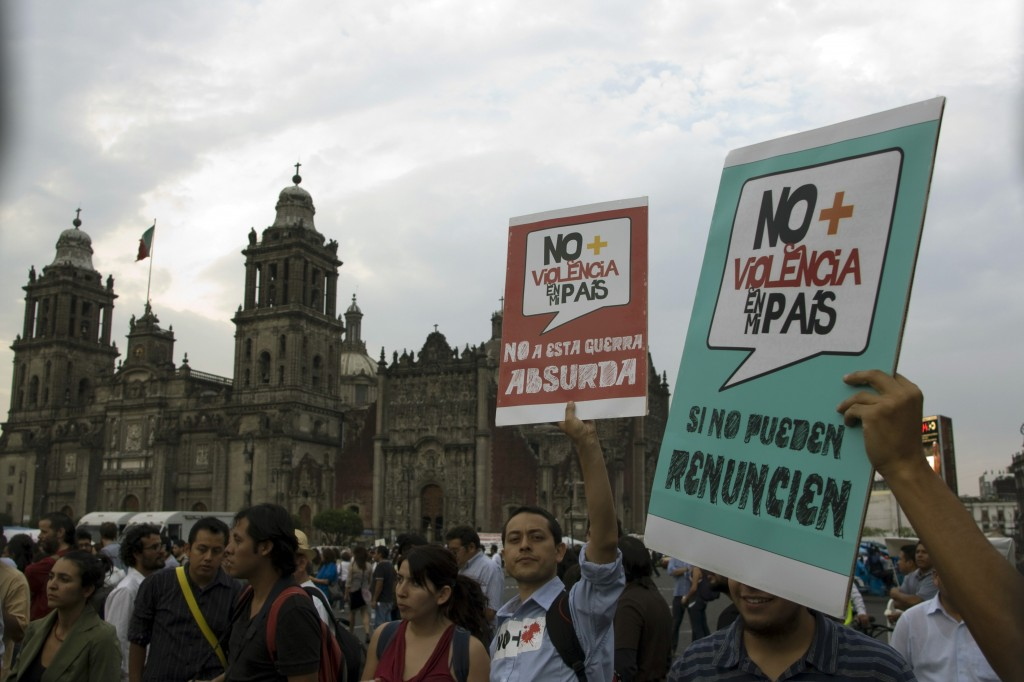 Mexicans protesting against violence in Mexico City's town square. Image by Alberto Millares, copyright Demotix (06/04/11).