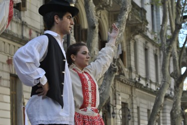 Croatian collective of Argentina in action on the Avenida de Mayo. Photo: Laura Schneider.