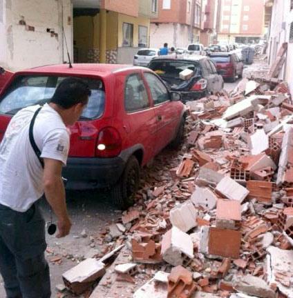 Veel gebouwen in Lorca zijn deels verwoest. Foto overgenomen van Globovisión onder de CC-Licentie.*
