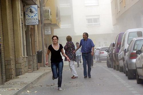 Lorca, Murcia, werd opgeschrikt door een aardbeving. Foto van EFE/Israel Sánchez. Overgenomen van Globovisión onder de CC-Licentie.*