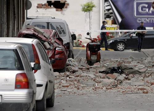 Verwoestingen door de aardbeving in Lorca, Murcia. Foto van EFE/Juan Francisco Moreno. Overgenomen van Globovisión onder de CC-Licentie.*