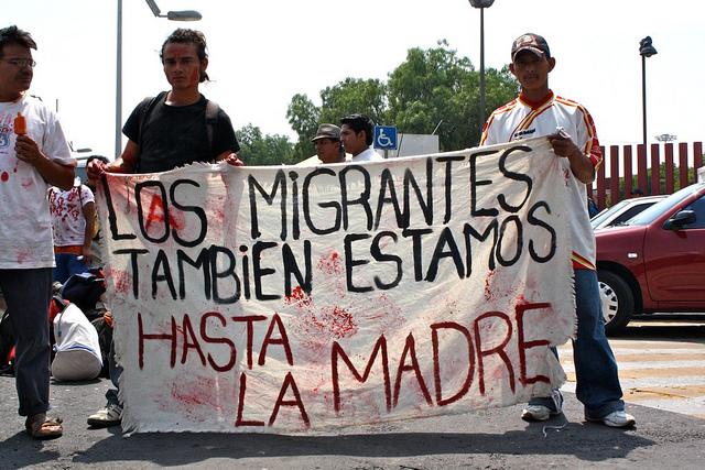 Los migrantes también estamos hasta la madre; del usuario de Flickr Brenmorado http://www.flickr.com/photos/brenmorado/5660322502/ usada bajo licencia Atribución-NoComercial-CompartirIgual 2.0 Genérica (CC BY-NC-SA 2.0).