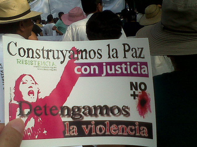 """""""بناء السلامة بواسطة العدالة"""" - الصورة لمستخدمة فليكر إنديرا كورنيليو، نشرت بعد إذنٍ من صاحبتها."""