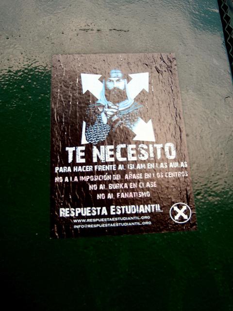 Rasisitički i anti-arapski poster pronađen u Madridu.
