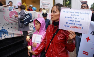 August 2009: Protest by parents of children who died in the fire, photo by Prometeo Lucero (CC BY-NC 2.0)