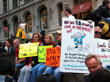 Entre tanto, algunos manifestantes de Occupy Wall Street seguían ubicados en el Zuccotti Park. Foto de Robert Valencia para Global Voices, 2011