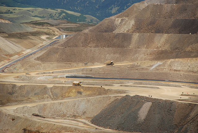 Yanacocha Mine, Cajamarca, Perú. Image by Flickr user FeFe (CC BY 2.0).