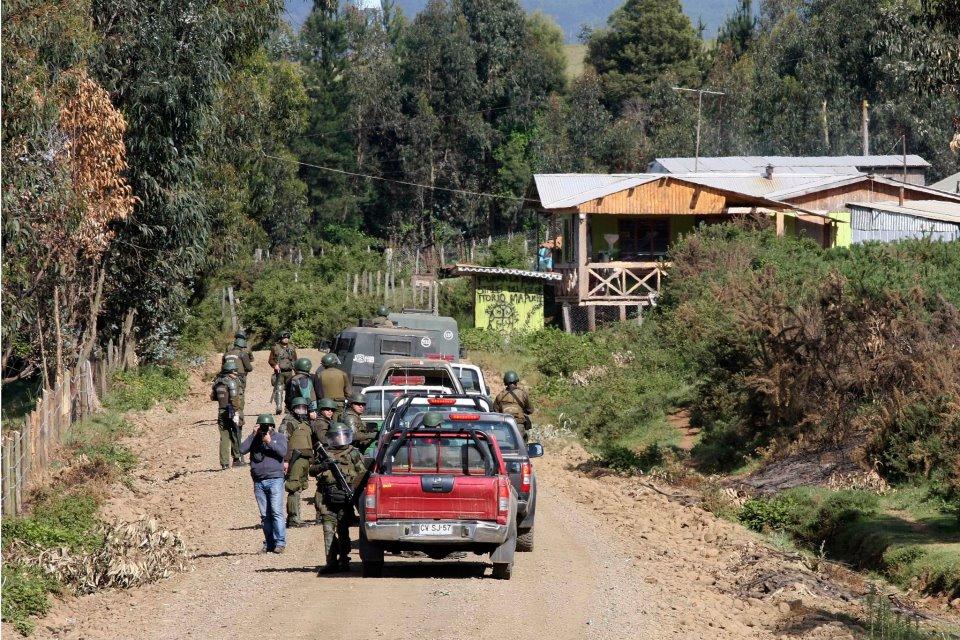 Police in the WenteWinKulMapu Lof Chequenco community, Ercilla.
