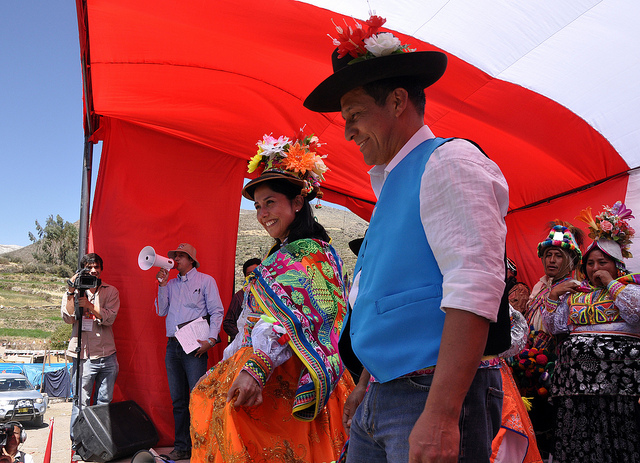 President Ollanta Humala in the traditional clothing of the people of Calacoa. Image by Flickr user Presidencia Peru, under CC Attribution 2.0 Generic (CC BY 2.0) licence.