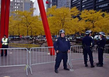 Esta imagen tomada el 15 de noviembre alrededor de las 9:15 a.m. muestra la evacuación total que fuerzas policiales realizaron en Zuccotti Park horas antes. Foto de David Shankbone en Flickr (CC-BY NC 2.0)