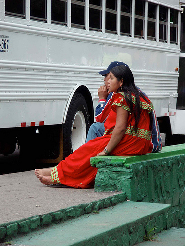 Woman wearing a nagua (skirt), typical dress of the Ngöbe-Buglé in Chiriqui, Panamá. Image by Flickr user Lon&Queta (CC BY-NC-SA 2.0).