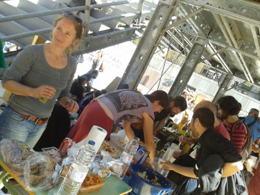 Popular Lunch in favor of the workers' strike in Campo de la Cebada de Madrid. Photo by author Lidia Ucher.