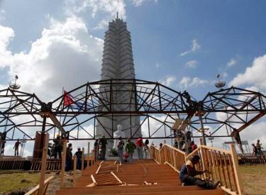Preparativos en la Plaza de la Revolución para la visita del Papa Benedicto XVI. Foto cortesía Jorge Luis Baños.