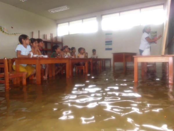 Colegio inundado, Belén, Iquitos, Perú