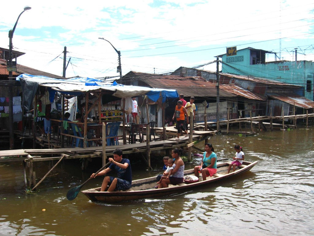 Flooded zone in Belén, Iquitos. As the floods rose, the villagers built paths with wood boards to move around.