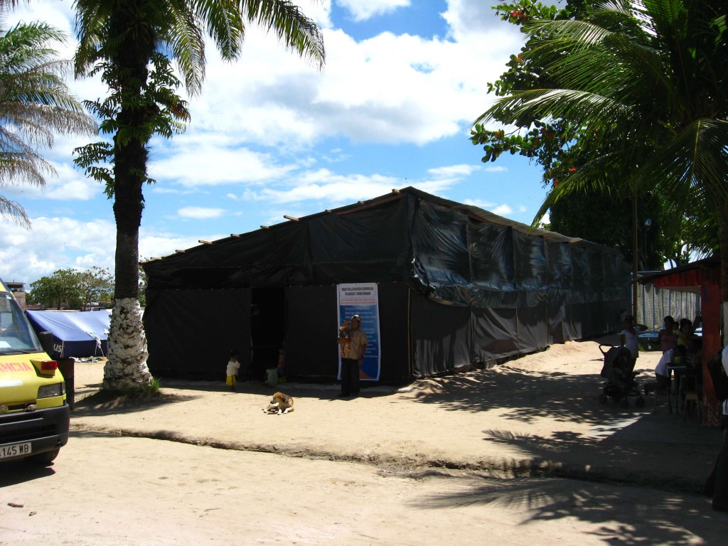 Shelter for victims at the Parque Zonal, Iquitos.