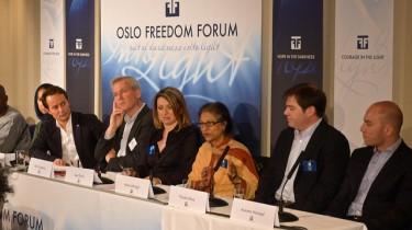 Nicolás Pérez (segundo de derecha a izquierda) en rueda de prensa. Derechos reservados, Flickr/MarieBW