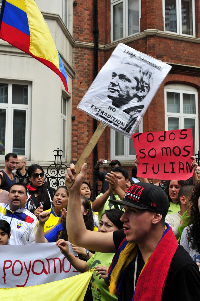 Supporters of Julian Assange outside the Ecuadorian Embassy in London on August 16, 2012. Photo by Yanice Idir, copyright Demotrix.