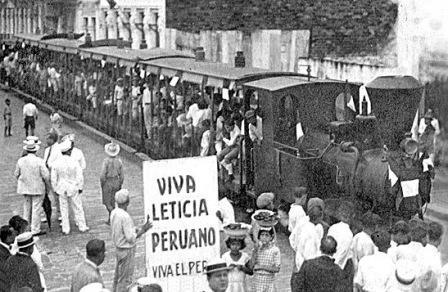 Manifestación en apoyo a la toma de Leticia. 1932, presumiblemente Iquitos.
