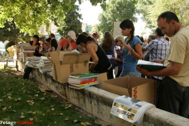 Textbook exchange in Móstoles (Madrid) on September 16, 2012. Photo by Fotogracción.
