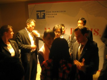 Durante su participación en el San Francisco Freedom Forum, Daw Aung San Suu Kyi se vió fuertemente custodiada por el servicio secreto.