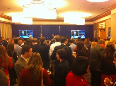 Entre tanto, el comité republicano de Nueva York se reunía en el Westin Grand Central para darle seguimiento a las elecciones