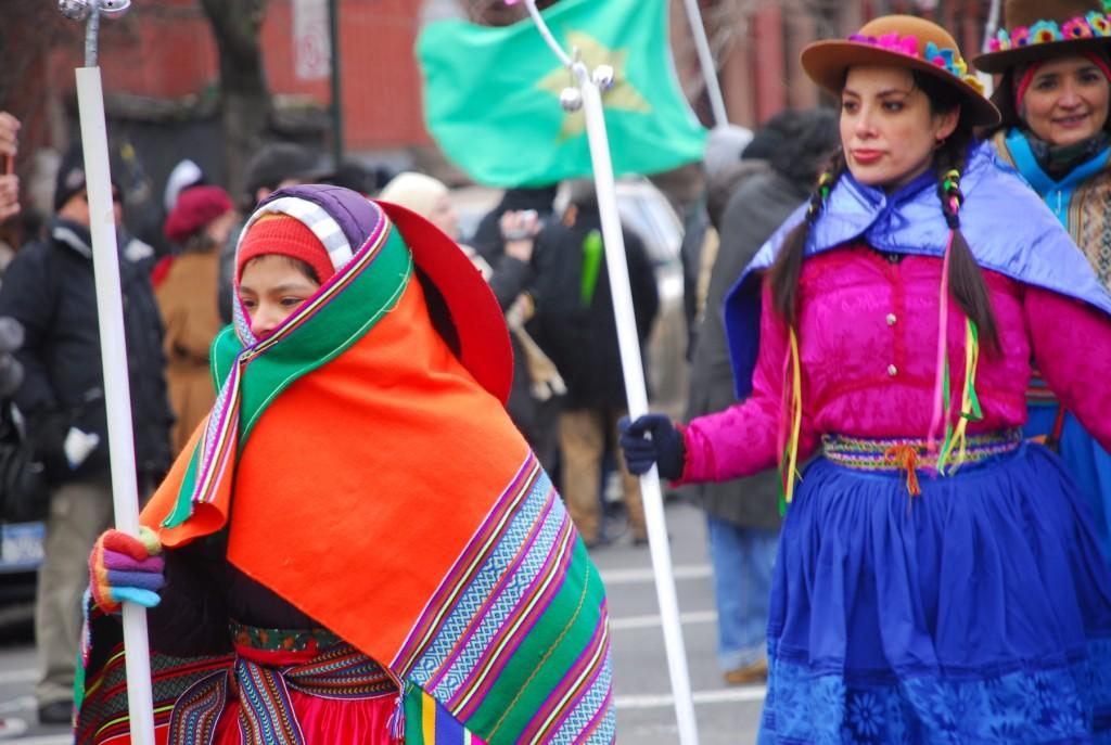 Los danzantes de música tradicional peruana.