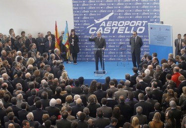 Inauguración del aeropuerto de Castellón, con la asistencia de 1500 personas y la plana mayor del gobierno valenciano. Foto del blog La Mesa De Luz