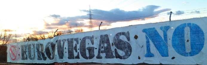 Cartel de rechazo a Eurovegas en una valla. Foto de «Detengamos Eurovegas Alcorcón» en Facebook