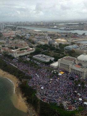 """Vista aérea de la manifestación """"Puerto Rico se Levanta"""" el 18 de febrero. Foto tomada de @YoDash en Twitter."""