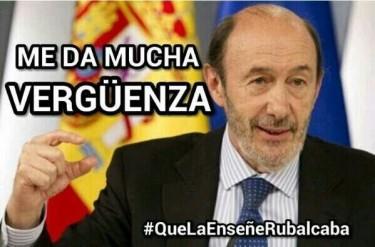 «Me da mucha vergüenza #QuelaenseñeRubalcaba». Rubalcaba en una imagen de Jaime Núñez Cabeza en Twitter.