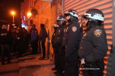 Despliegue de fuerzas policiacas en Brooklyn. Dos policias no-uniformados son acusados de quitarle la vida a Gray. Foto de Javier Soriano.