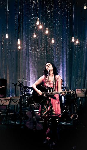 Camila Moreno, cantante chilena. Foto de Pablo Quiroz bajo licencia Creative Commons (CC BY-NC-ND 2.0)