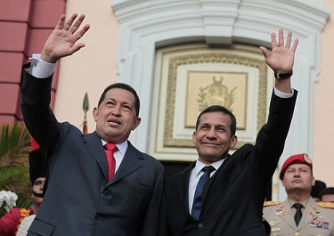 Hugo Chávez junto a Ollanta Humala en el palacio de Miraflores, en Venezuela. Foto compartida por el usuario de Flickr chavezcandanga, bajo licencia Creative Commons (CC BY-NC-SA 2.0)