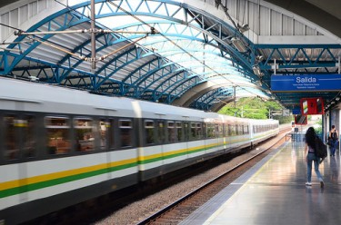 Metro Medellín. Foto de  Robert Schrader bajo licencia Creative Commons (CC BY-NC-ND 2.0)