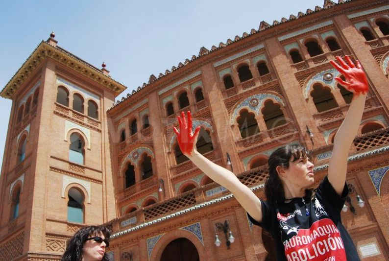 An anti-bullfighting concentration in Las Ventas, 2012. Image from Diana Moreno for Demotix.