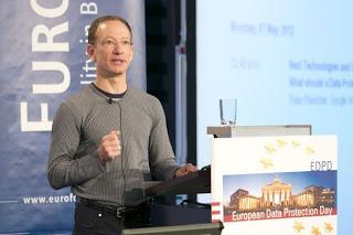 Peter Fleischer hablando en Euroforum. Foto de su blog «Privacy...?»
