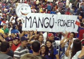 The sports webpage En Pelota posted this image, from some fans at the stadium, where the enthusiasm is evident. Republished with authorization.