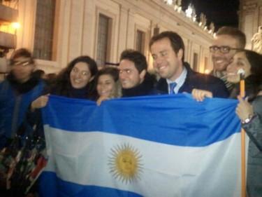Argentinos celebran elección de Papa Francisco I en Plaza de San Pedro