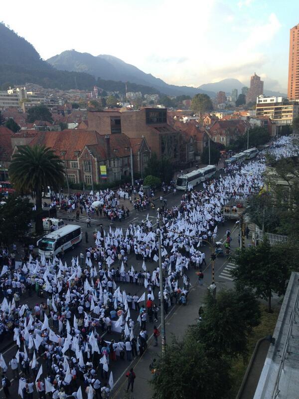 """Foto compartida por el usuario @CrisferMartin en Twitter: """"Acá se madruga por la PAZ #AhoraSiLaPaz"""