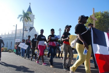 Jóvenes dominicanos de ascendencia haitiana se manifiestan por sus derechos. Usada con permiso.