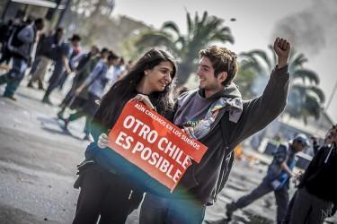 Estudiantes en la marcha del 11 de abril de 2013 en Santiago, Chile. Foto del usuario Flickr Nicolás Roblez Fritz. CC BY-NC-SA 2.0