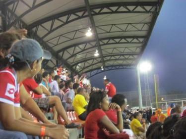 Partido de fútbol, Panamá. Foto de Eirene Moreno, usada con permiso.