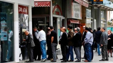 Queues for Cypriot banks after the new taxes were announced. Photo from unitedexplanations.org website under license agreement CC BY-NC-ND 3.0